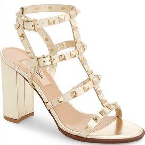 🎉Valentino Rockstud Metallic Block Heel Sandal 🎉